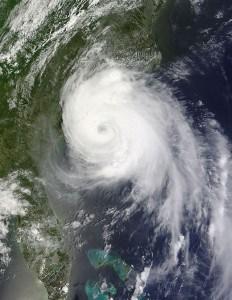 Hurricane Arthur impacts the USA Coast over the Noth Carolina Outer Banks.